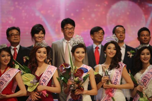 朴东满第8次出任韩国小姐选美大赛主评审。