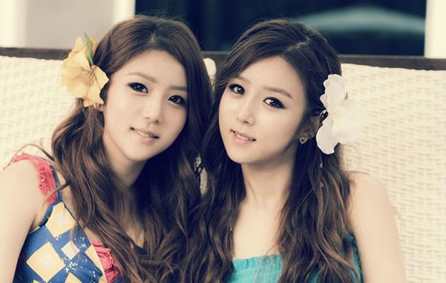 双胞胎姐妹官方宣传照