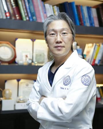 韩国灰姑娘整形医院代表院长郑钟必介绍驼峰鼻治疗手术方案