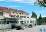 去杭州解放军117医院整形科要了一份整形价格表和双眼皮案例