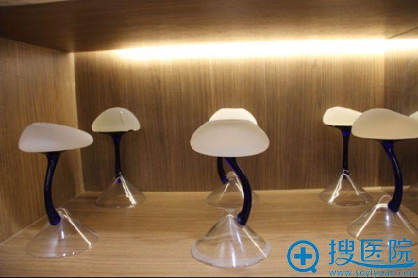 上海玫瑰整形美容医院隆胸假体-毛面光面和水滴型假体