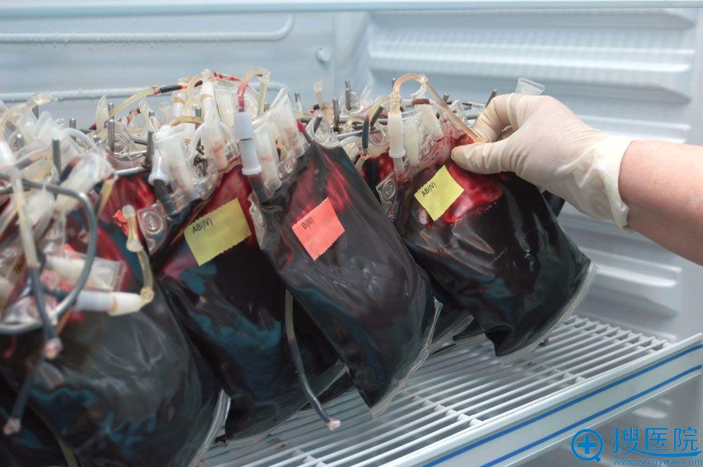 各种血型的血袋
