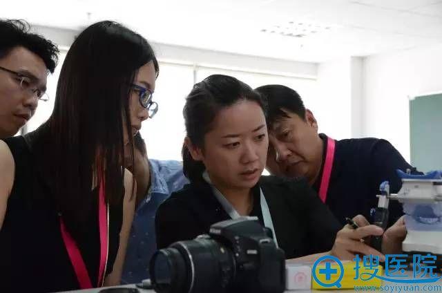 上海届正颌外科精品学习班现场讲解测量仪器使用