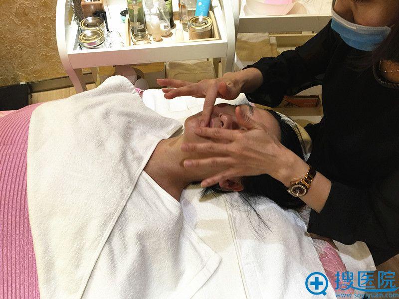 高周波提升较后一步是涂抹护肤品