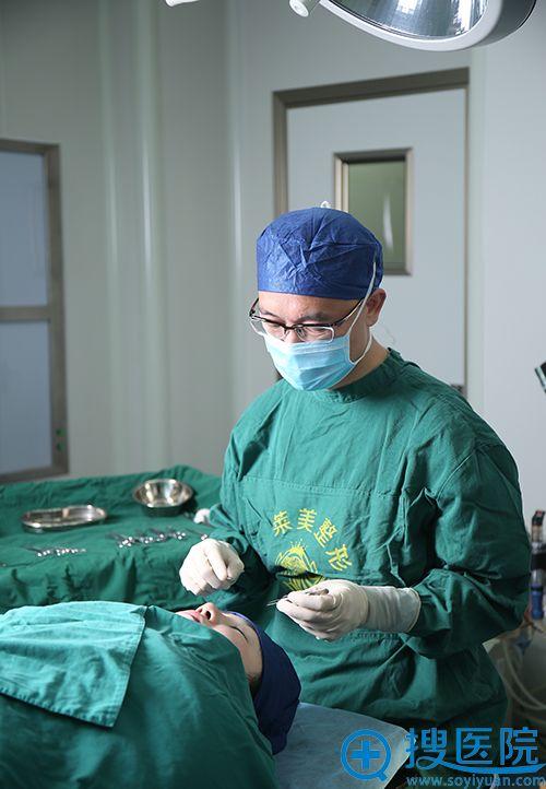 上海伊莱美李强医生做双眼皮手术照片