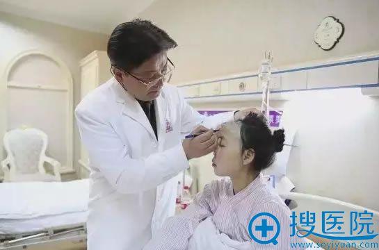 伊莱美江华院长为小蓉做手术设计