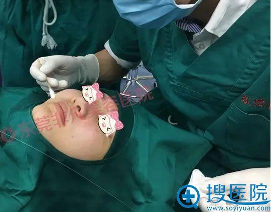光纤热塑术后只需要简单的进行面部清洁及针口涂抹消炎药物即可,随做随走