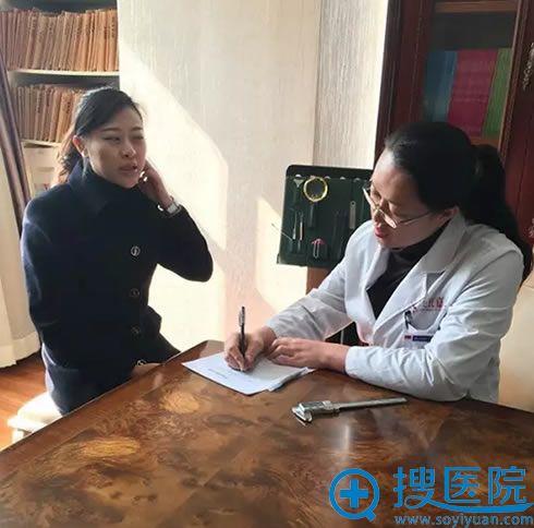 吴氏嘉美李允怡主任在制定隆鼻修复方案