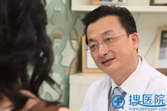 李东山院长接受爱美者咨询