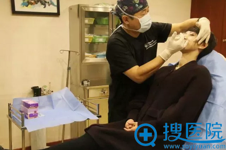 面部注射玻尿酸术中