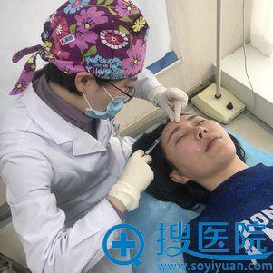 刘卓医生注射祛除抬头纹过程