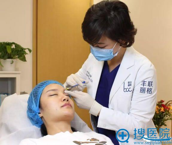 丰联丽格王莉医生注射填充过程