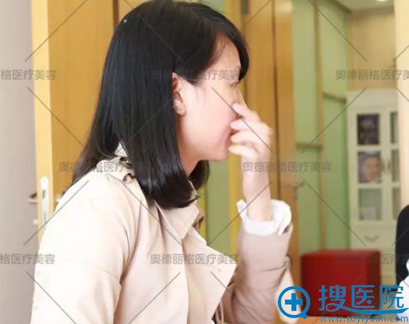 在北京奥德丽格向王志军讲述病史