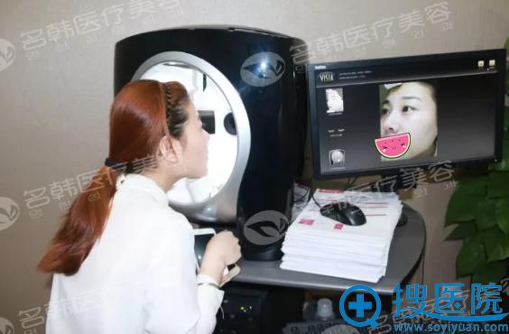 福州名韩祛斑前VISIA皮肤检测中