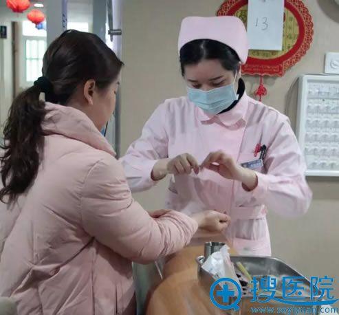 到福州海峡咨询假体隆胸过程
