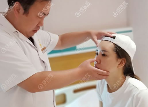 在北京玲珑梵宫一次性做完眼综合鼻综合面部线雕15天后的变化