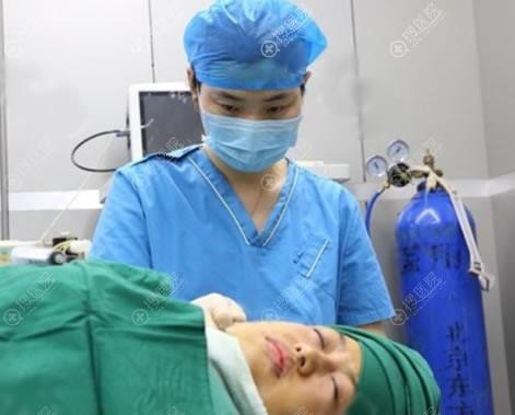 北京东方和谐王自谦吸脂手术过程