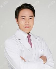 韩国菲斯莱茵面部轮廓医生李真秀
