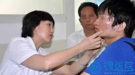 余红波教授接受痘痘患者咨询