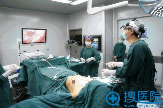 手术中清晰可见的内窥镜镜头