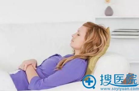 上海华美建议睡觉时稍微垫高利于双眼皮尽快消肿