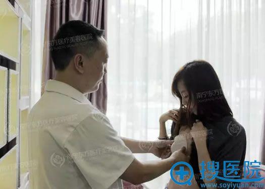 赵波副院长结合身高选择适合的假体