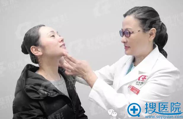 许黎平院长与患者面诊