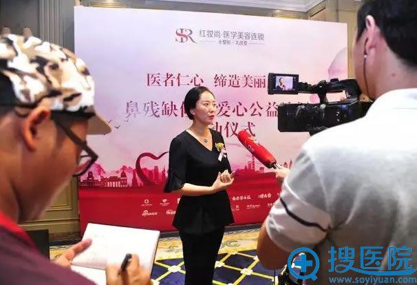 香港红瑞集团总裁黄曼接受采访