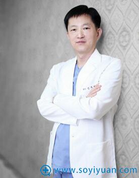 韩国枓翰整形外科整形医生申枓翰