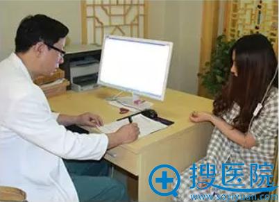 王明利博士面诊过程图片