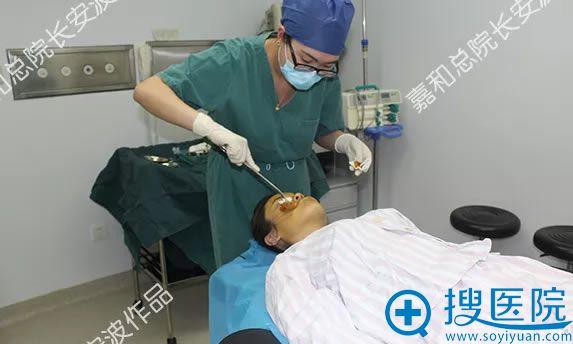 面部线雕手术前的消毒工作