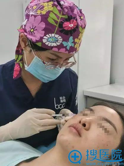 北京小忠嘉妍丽格何笛瑜注射瘦脸针过程