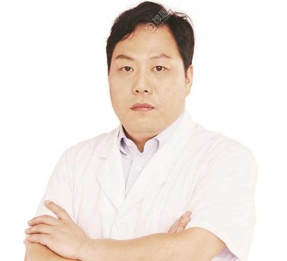 洛华华美隆鼻医生宋俊岭院长