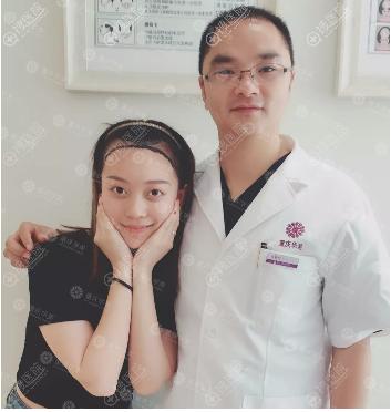 发友与重庆华美陈善友医生合影
