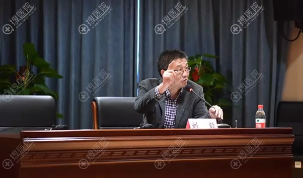 分会副主任委员刘毅教授主持下半场会议