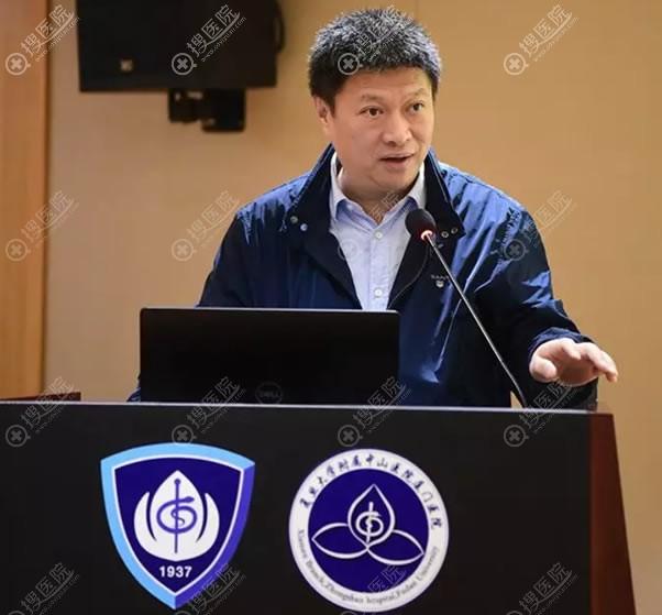 马继光教授介绍面部年轻化的综合治疗方案