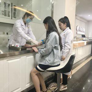 护士全程陪同我做体检