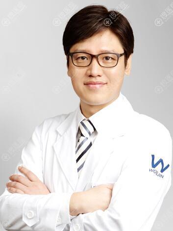 韩国原辰胸部整形医生李善九