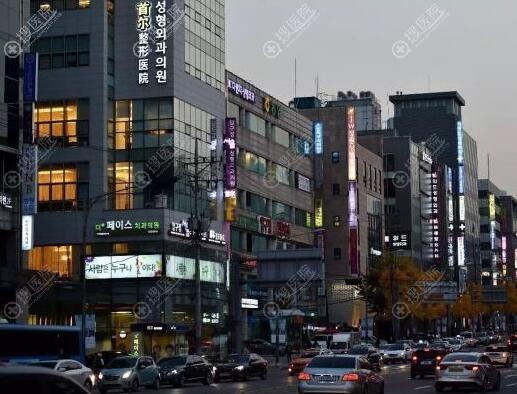 韩国整容一条街一角